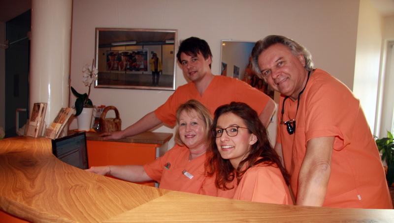 Team an der Rezeption Zahnartz Dr. Langhanke und Kollegen